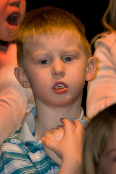John during his 2007 SK Christmas concert.