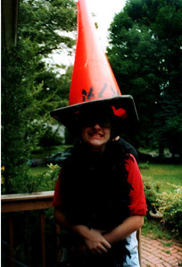 Caruh with a pylon on her head.