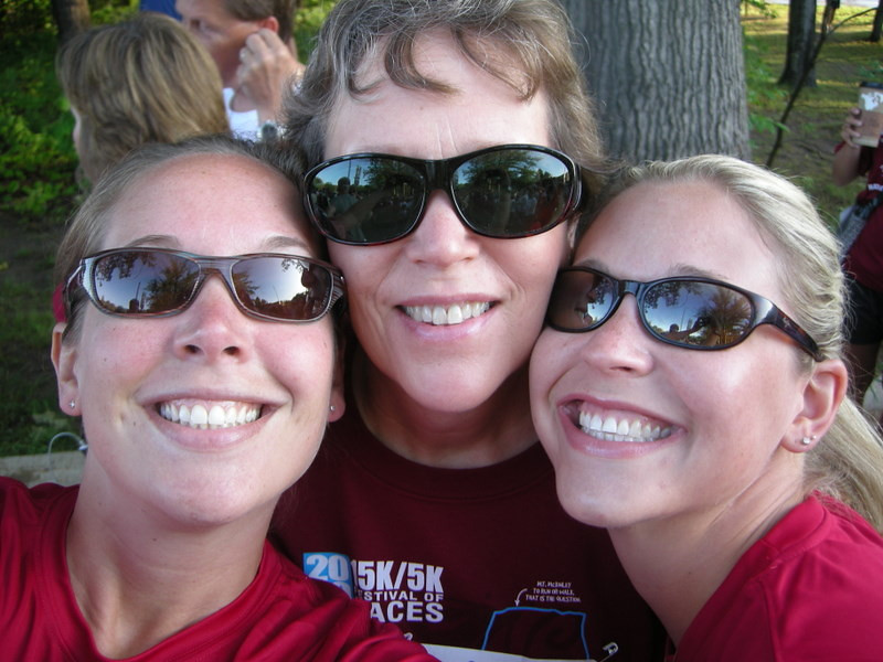 Me, Mom, Maggie before the 5k<br /> <br /> I ended up running, mom and maggie did the walk. We all had fun - yay!
