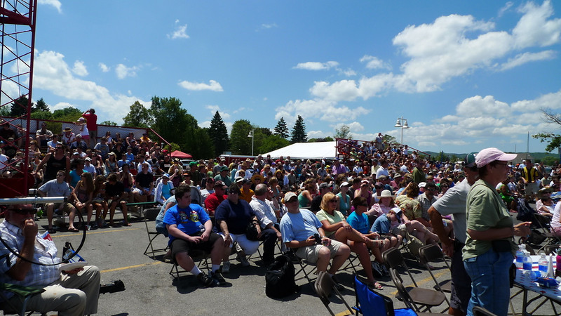 Crowd watching the blue angels