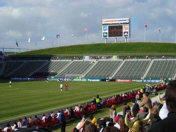 The US team lines up for a corner kick.