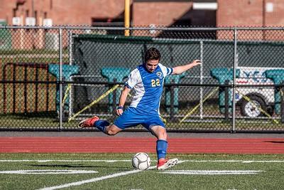 Tommy Pereira kicking to his teammates