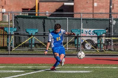 Tommy Pereira kicking kicking to his teammates
