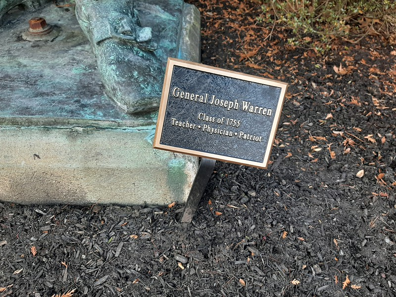 Sign at the base of the statue