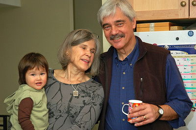 Susie Tamas with husband Andy and their grandson.  Susie Tamas avec son mari Andy et leur petit-fils.