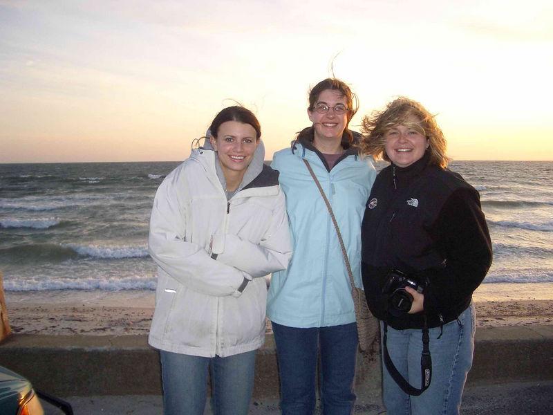 Moni, Jess, Sarah sunset