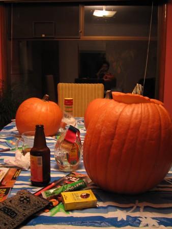 2005.10.13 pumpkin carving - Aoki House