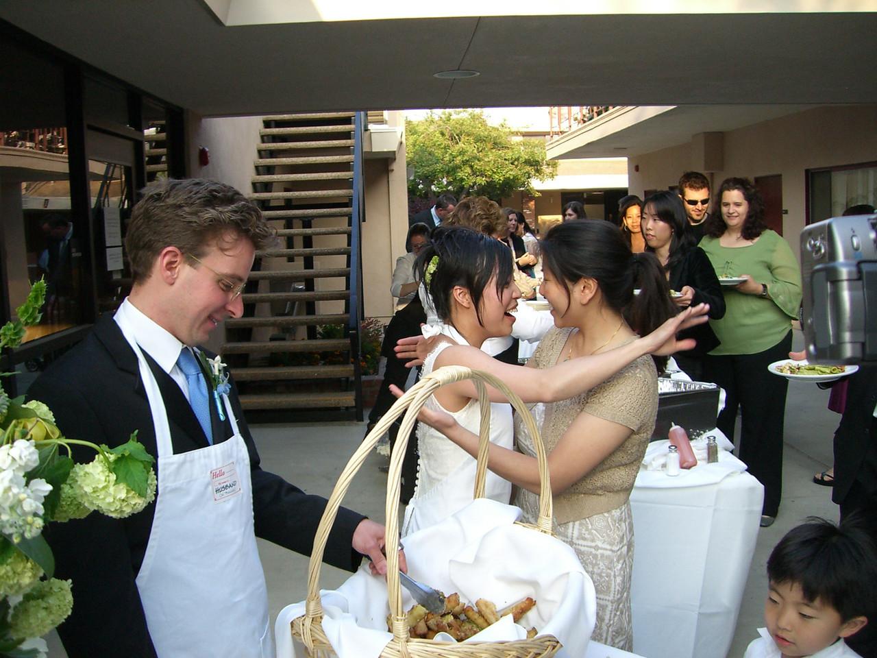 2006 05 06 Sat - Isabel Hunter & Angela Chen embrace as hubby Tim serves