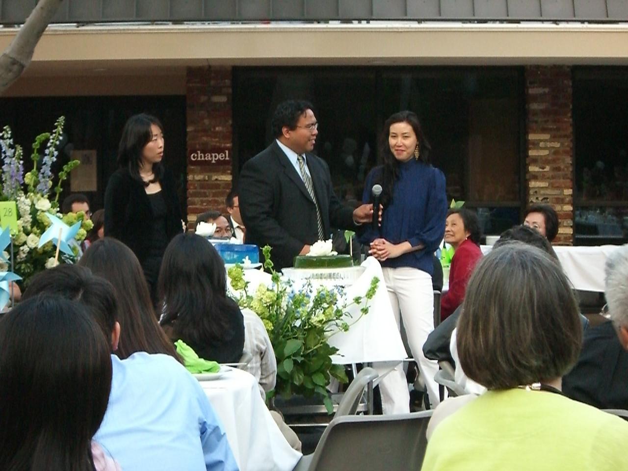 2006 05 06 Sat - MC Jon helps explain the Jello wedding cake 2