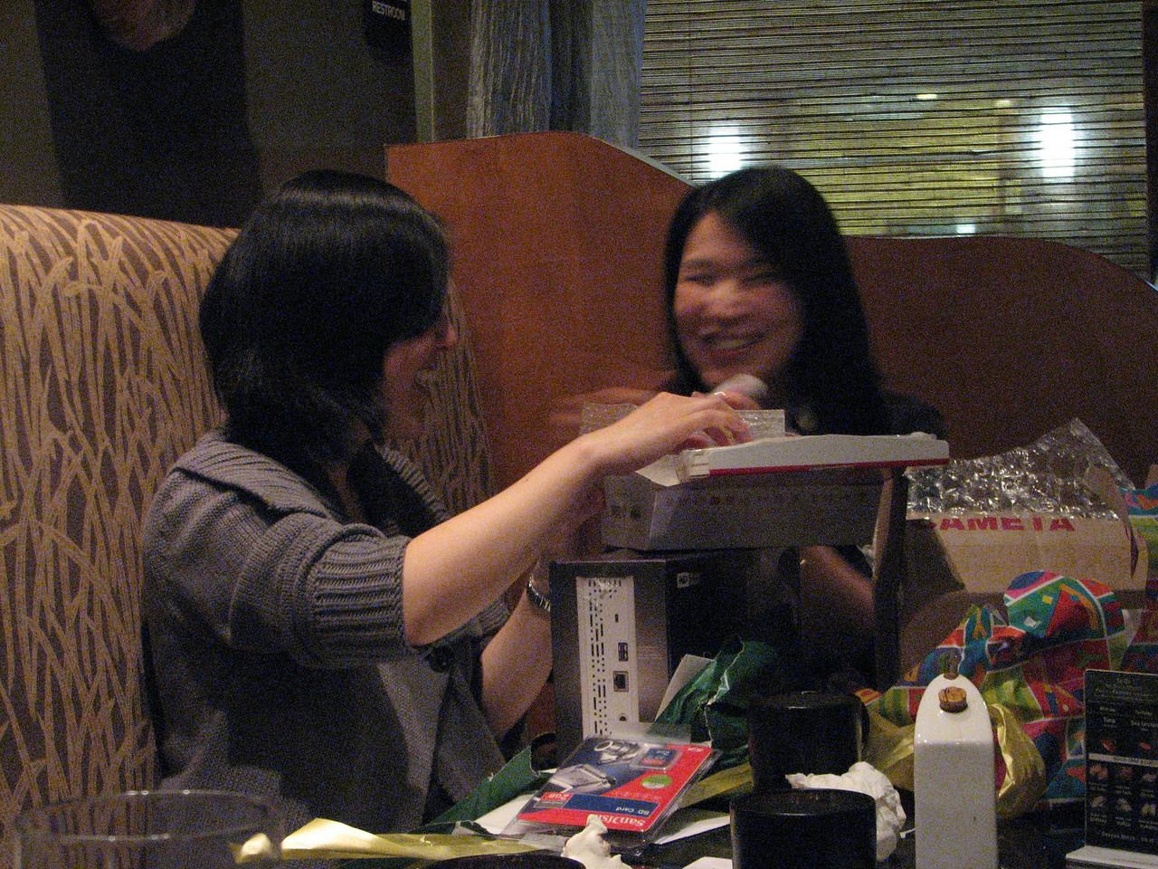2008 03 15 Sat - Toros - Sojin Kim & Seung Hyun Lee opening presents 4