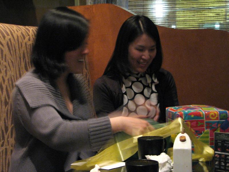 2008 03 15 Sat - Toros - Sojin Kim & Seung Hyun Lee opening presents 1