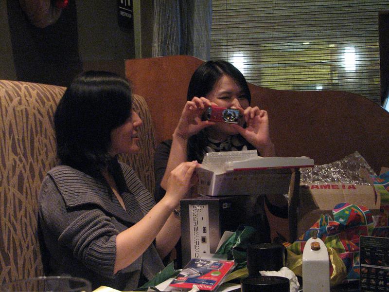 2008 03 15 Sat - Toros - Sojin Kim & Seung Hyun Lee opening presents 5