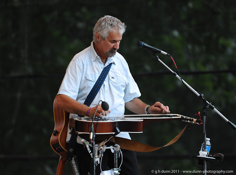 Steve Weisberg performing with Jim Curry, Concerts in the Garden, Fort Worth, TX   (06-12-2011)