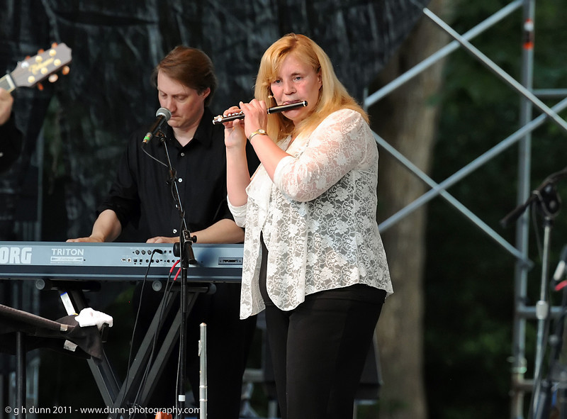 Diane Ireland performing with Jim Curry, Concerts in the Garden, Fort Worth, TX   (06-12-2011)