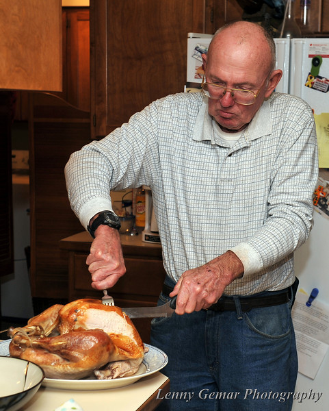 Quint carves the turkey