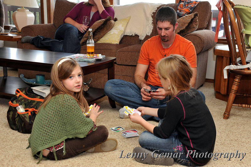 Payton and Kelly play Uno with their dad, Dan.