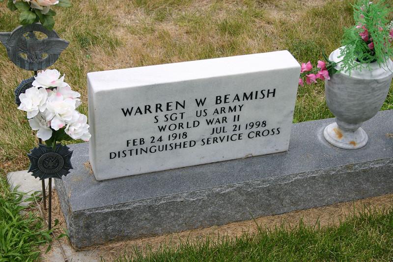 "<br>    Warren Beamish is buried in Greenwood Cemetery at Chadron, Nebraska.      Return to <a href=""http://highplainsalmanac.blogspot.com/2007/11/tribute-to-slim.html""> <i>Tribute to Slim</i></a>.  Return to <a href=""http://www.dawescountyjournal.net""><i>Dawes County Journal</i></a>."