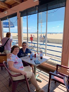Lunch at Scottys in Hermosa Beach with Adam