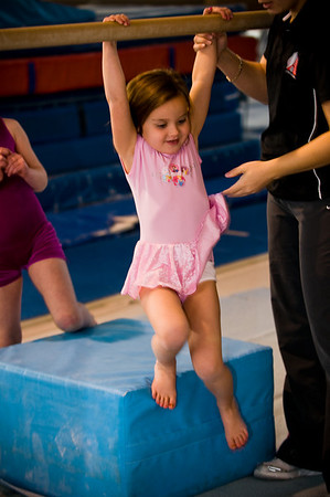 2008Nov19Annaka & Lindsay Arena gymnastics_009