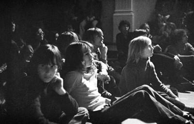 Luisteren naar de band tijdens het klassentoernooi van 1974.
