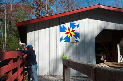The perfect small barn with quilt pattern deco