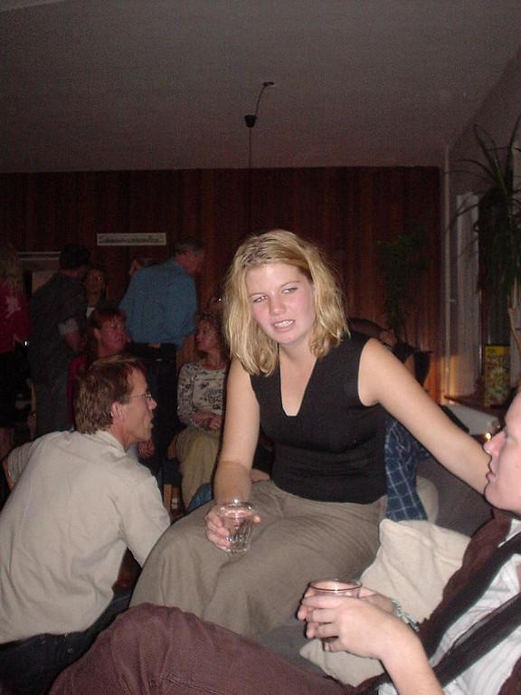 Roos, Imro's girlfriend