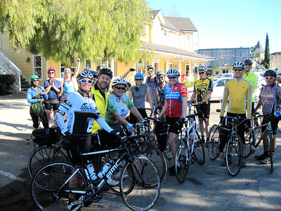 Los Olivos: group of friends ready to ride