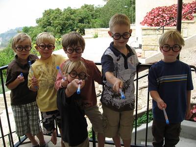 Owen & his friends (Harry Potter's glasses & wands)