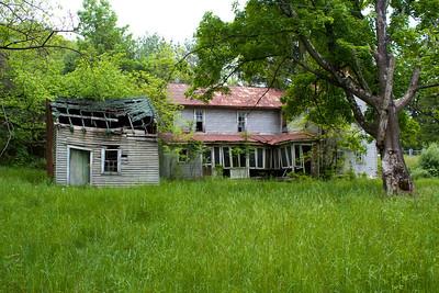 IMG_0125 : Abandoned property on the drive up to Kayser Ridge.