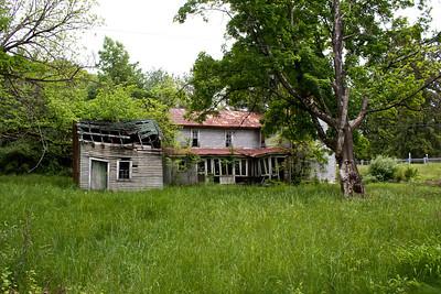 IMG_0126 : Abandoned property on the drive up to Kayser Ridge.