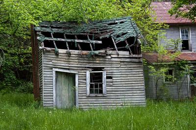 IMG_0127 : Abandoned property on the drive up to Kayser Ridge.