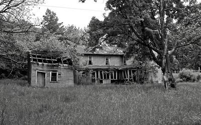 IMG_0131 : Abandoned property on the drive up to Kayser Ridge.