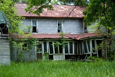 IMG_0128 : Abandoned property on the drive up to Kayser Ridge.