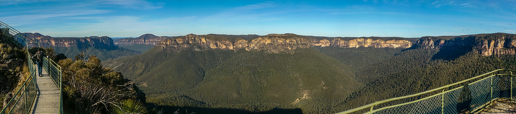 An amazing view of the walls of the Grose Valley from Pulpit Rock.