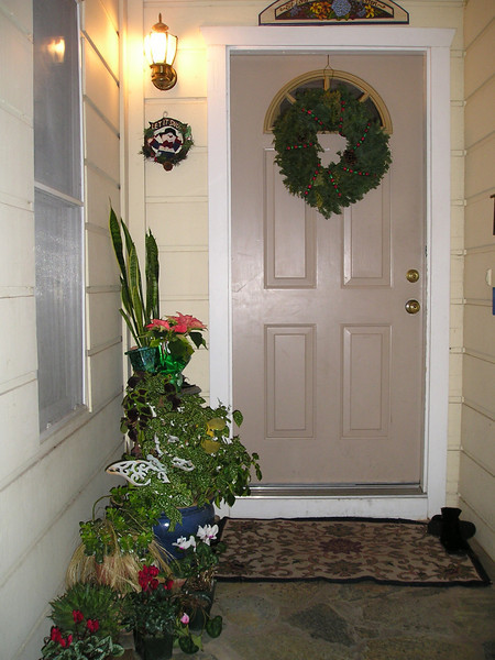 Front door to susan & martin's. Looks inviting!