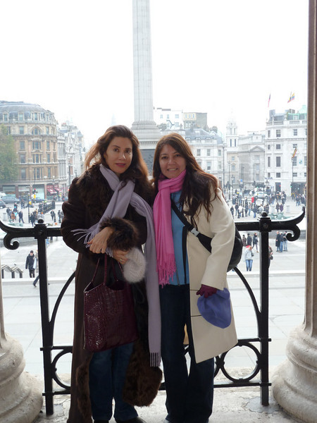 Rita and Silvia wrapped up warmly outside the National Gallery.
