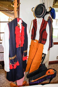 _MG_0657Costumes_twks_med