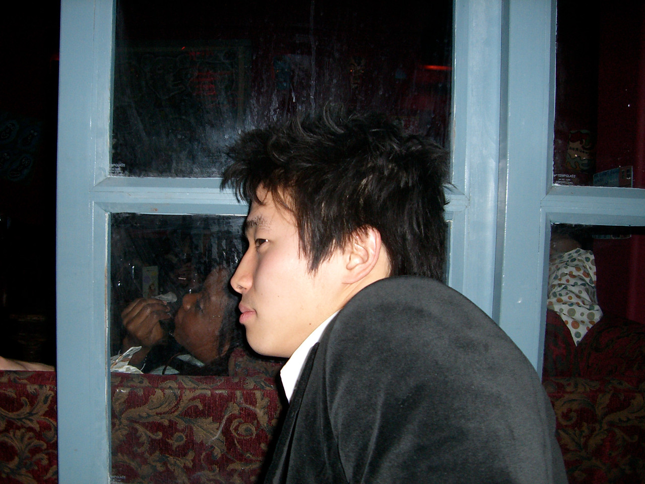 2006 01 22 Sun - Hyungsoo Kim tests the open window's soundproofness