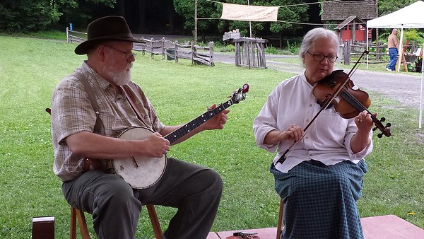 Tom & Betty Druckenmiller - Banjo & Fiddle