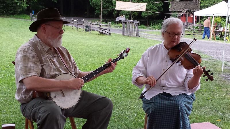 Tom & Betty Druckenmiller - Banjo & Fiddle - Quiet Valley