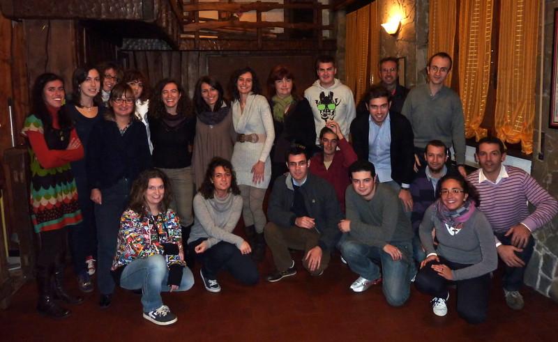 Foto di gruppo per i partecipanti alla festa di laurea di Luigi