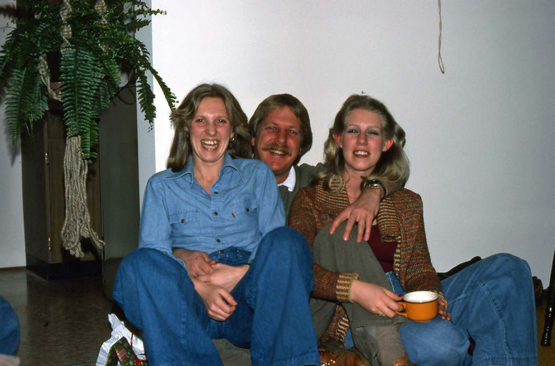 Marilyn, Bruce and Barb - I think we still have some of those dishes !!