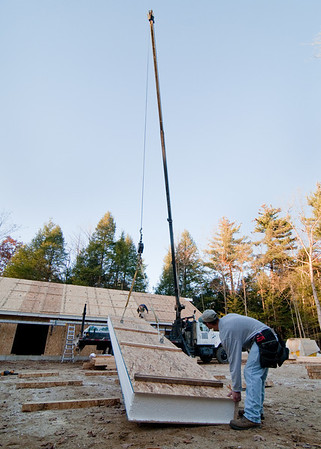 Lift-off for the last roof panel!