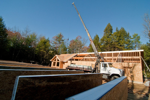 The last beam is in and the final run of roof panels are all lined up and ready to go.