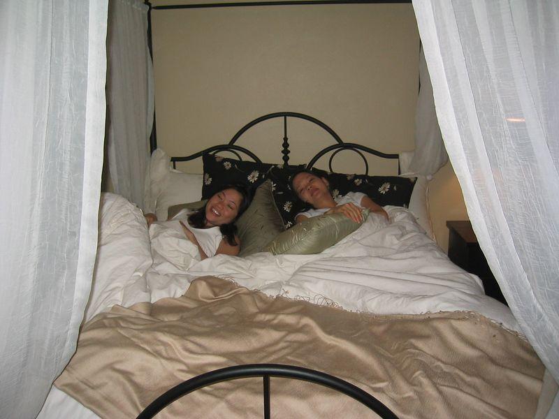 2004 09 25 Saturday - Cyndi & Joann Chu in Benny's castle bed - with flash