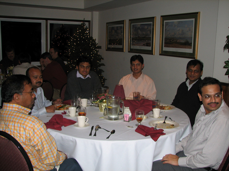 Krishna Kadaba, ????, ????, Milind Walke, Abhijeet Dhuru, and Manoj Darak, having a good time.