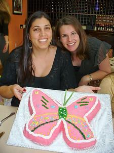Mina and Gina and the cake