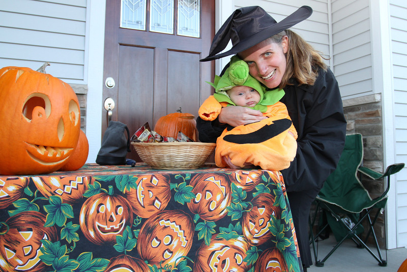 The beautiful witch from the North (Upper Mid-West actually) swoops in to grab the Baby Pumpkin and hold her close to her heart.  She also had a few sweet snacks while holding the really sweet Baby Ruth Grace.  Both are ready for trick or treaters.