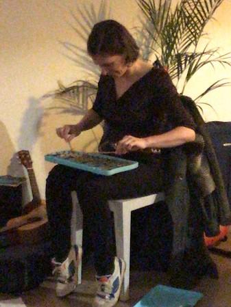 Huisconcert van Eva De Roovere bij Raf en Kris.