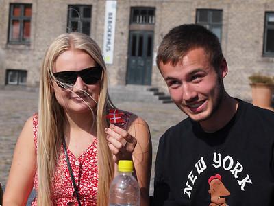 Venner, familie og rollinger fejrer Johan Rask's 18 års fødselsdag. Foto: Martin Bager.